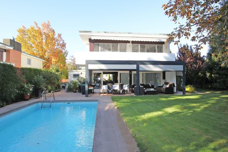 Freistehendes Einfamilienhaus mit Pool