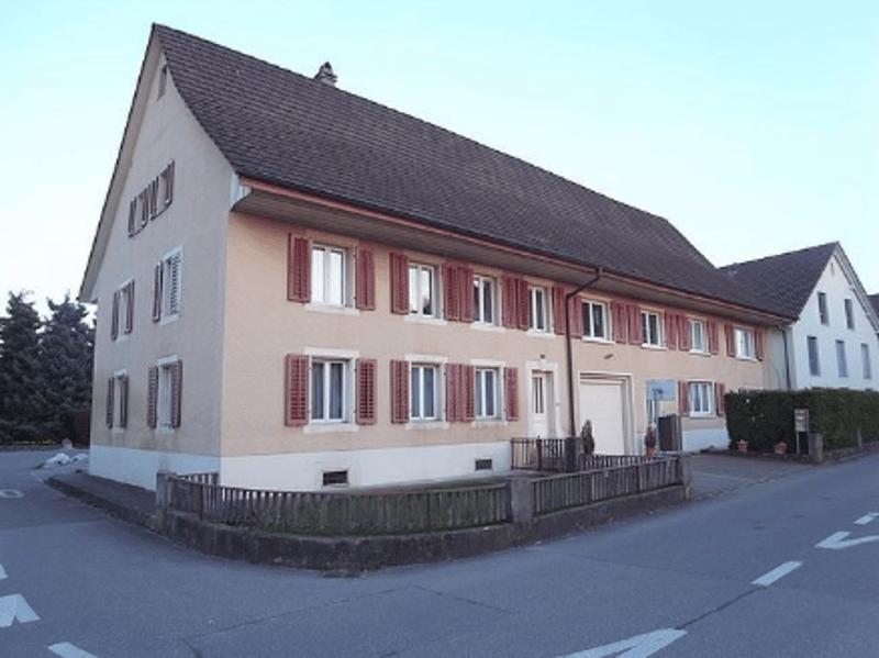 Schöne 4.5-Zimmerwohnung im Dorfzentrum von Staufen. (1)