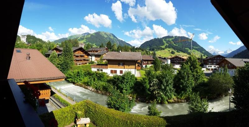 2 1/2 Zimmer Dachwohnung mit 360° Aussicht in Gstaad