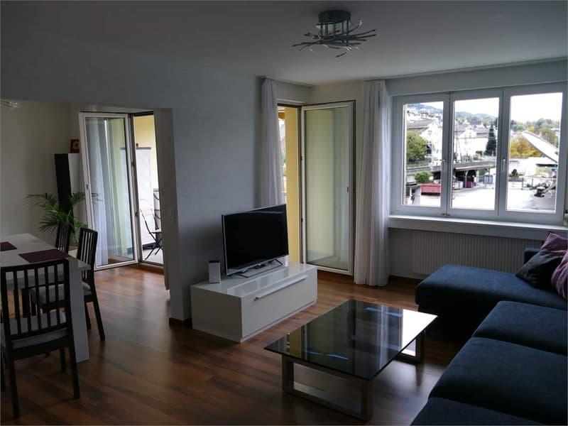 Helle frisch renovierte 3,5 Zimmerwohnung möbilliert in Seenähe