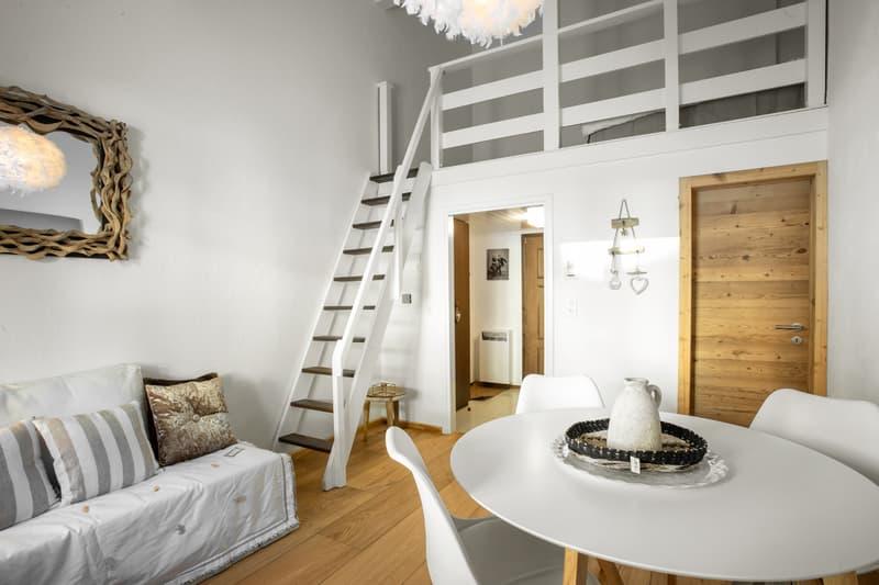 Stylische Maisonette-Wohnung mit schönem Holzboden (1)