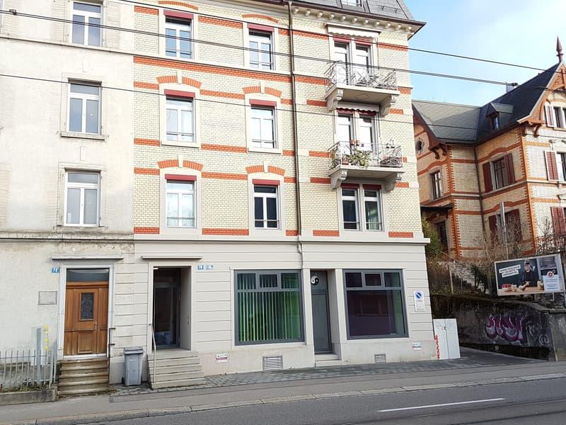 Komfortabel ausgestattete Ladenräumlichkeiten in renoviertem Wohn - und Geschäftshaus