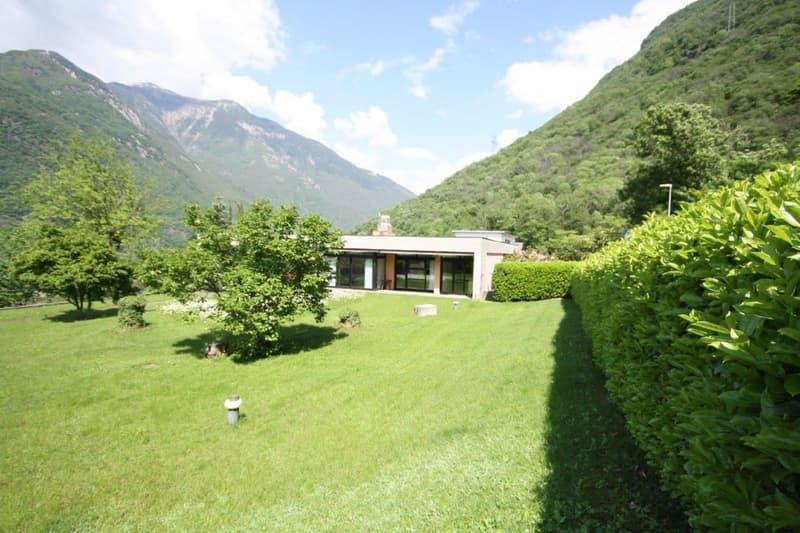 Splendida villa con ampio terreno e piscina esclusiva