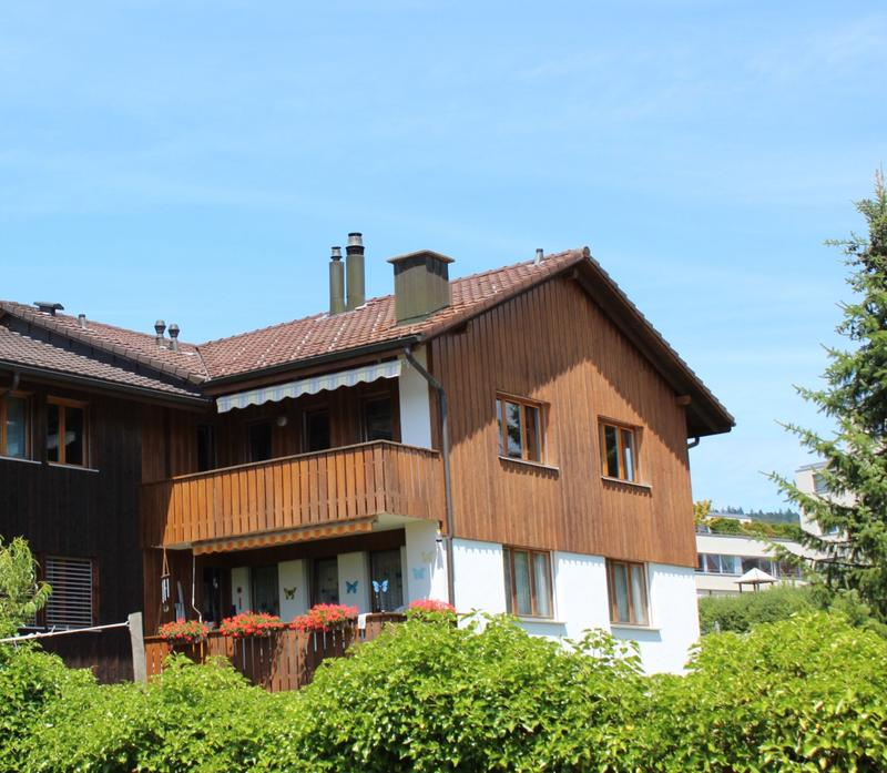 Grosse 5.5 Zimmer Dachwohnung im Dorfzentrum mit Cheminée