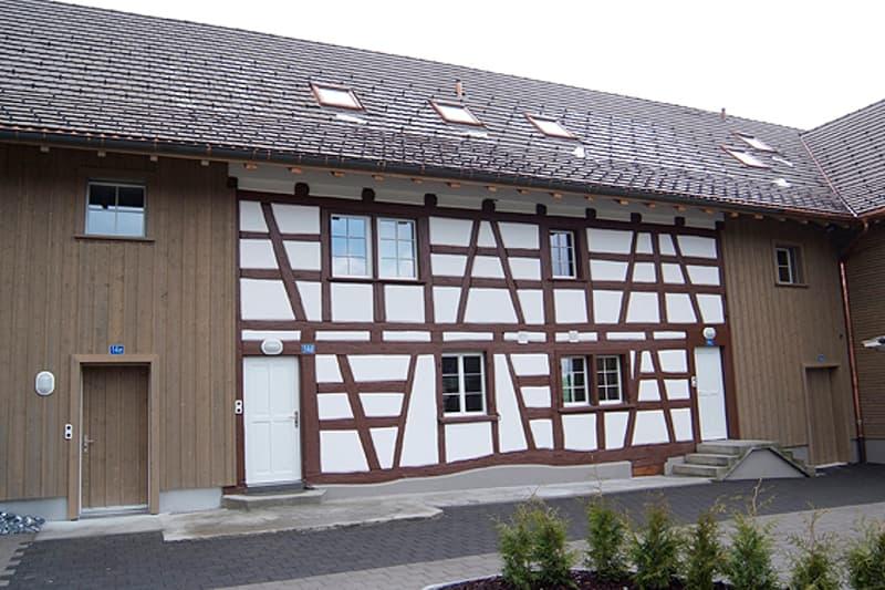 Mittelhaus in historischem Wohnkomplex