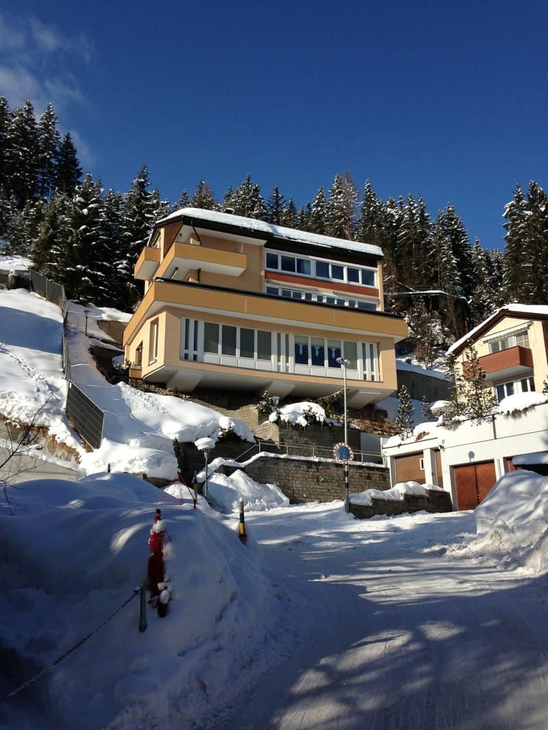Dauermiete Sommersaison 2020: Helle, möblierte Wohnung mit Weitsicht in Davos.