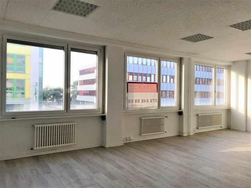 Bureaux, locaux NEUFS de 65 m2 à louer à Renens