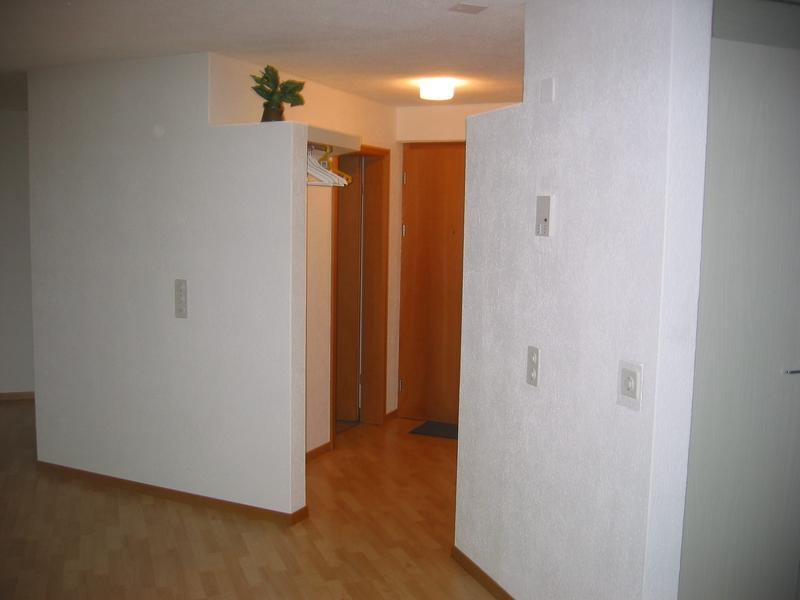 Eingang mit Garderobe und Abstellkammer