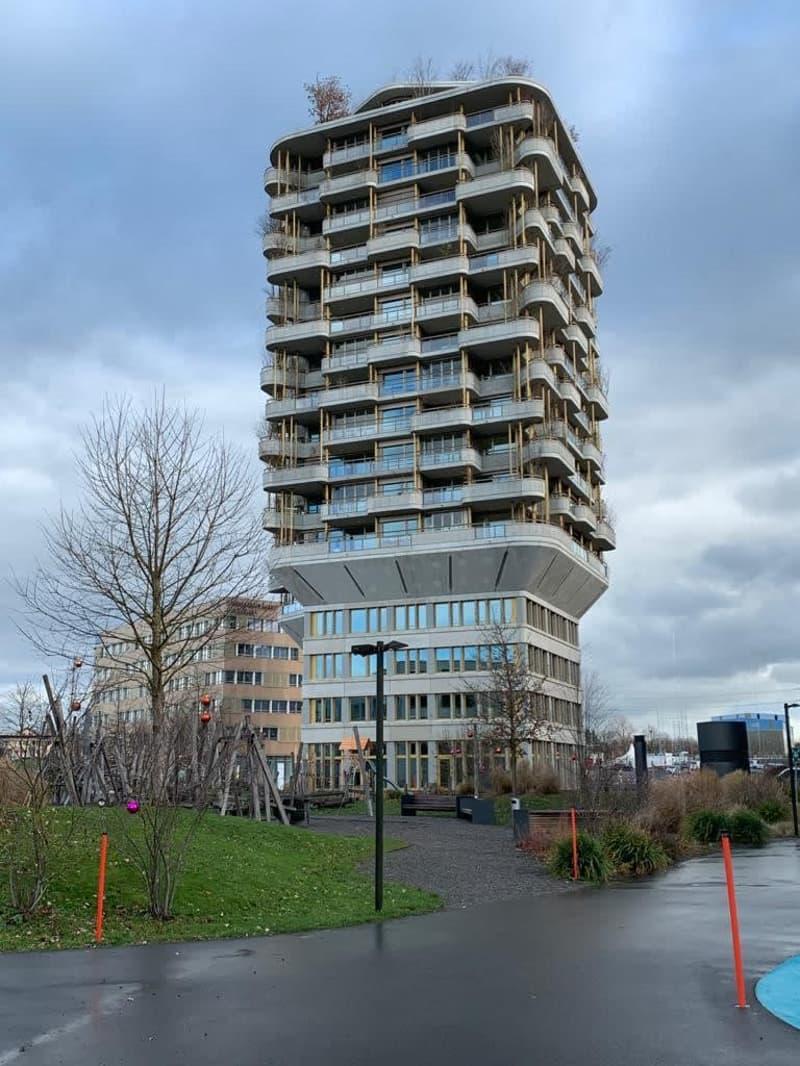 Exklusive 3.5-Zimmer-Wohnung im 10. Stock mit schöner Aussicht (Erstbezug)