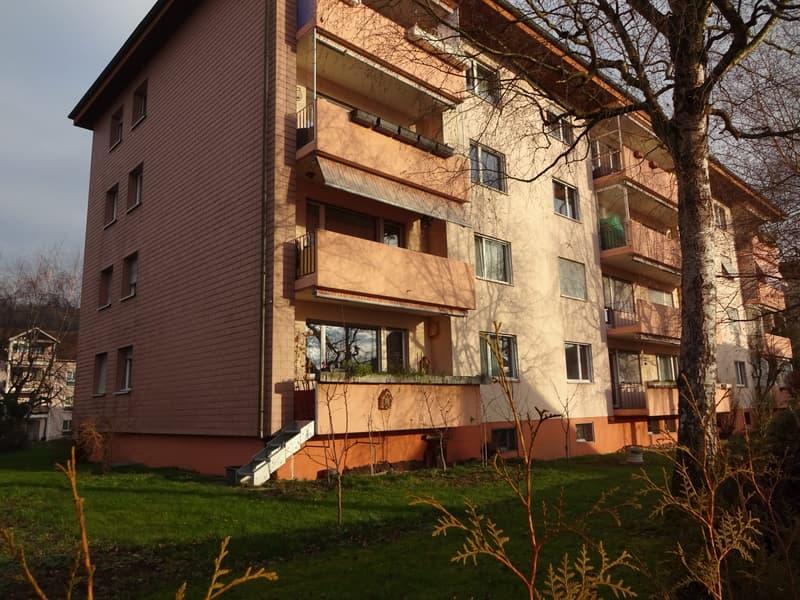 schöne 4.5 Zimmer-Wohnung inkl. Aussenparkplatz und Garagenbox
