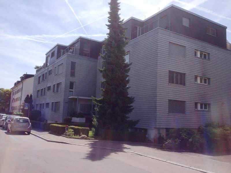 DOPPELEINSTELLPLATZ (hintereinander, 20 m2) Nähe Schwimmbad und Hallenstadtion zu verkaufen