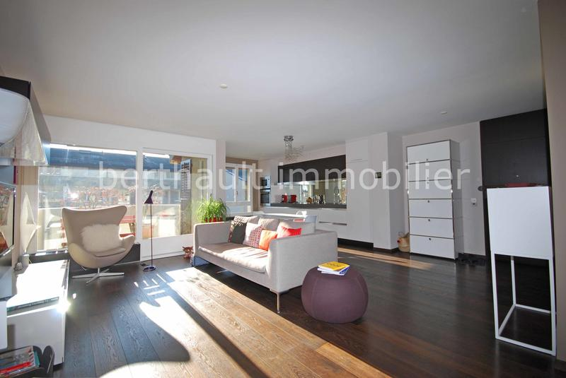 COLOGNY - EXCLUSIVITE - Magnifique appartement rénové et traversant