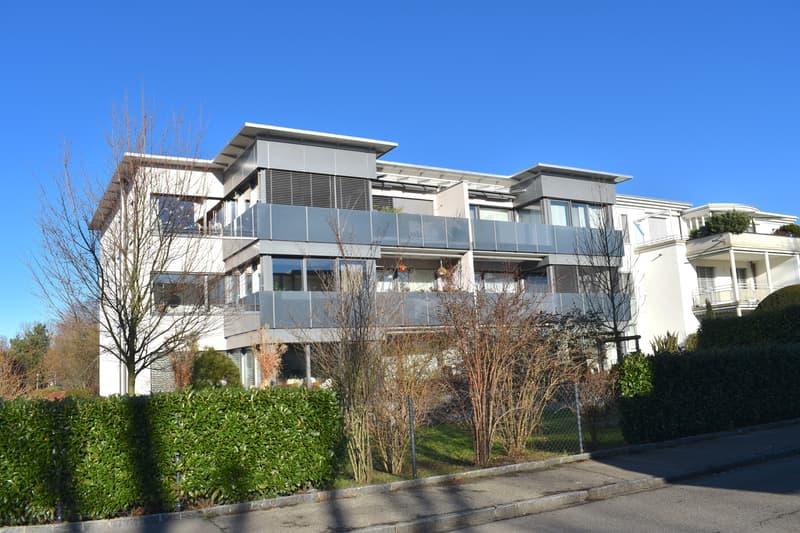 Neuwertige 4.5- Zi. Whg. mit Balkon u. Wintergarten in ruhiger Lage nahe dem Zentrum von Reinach