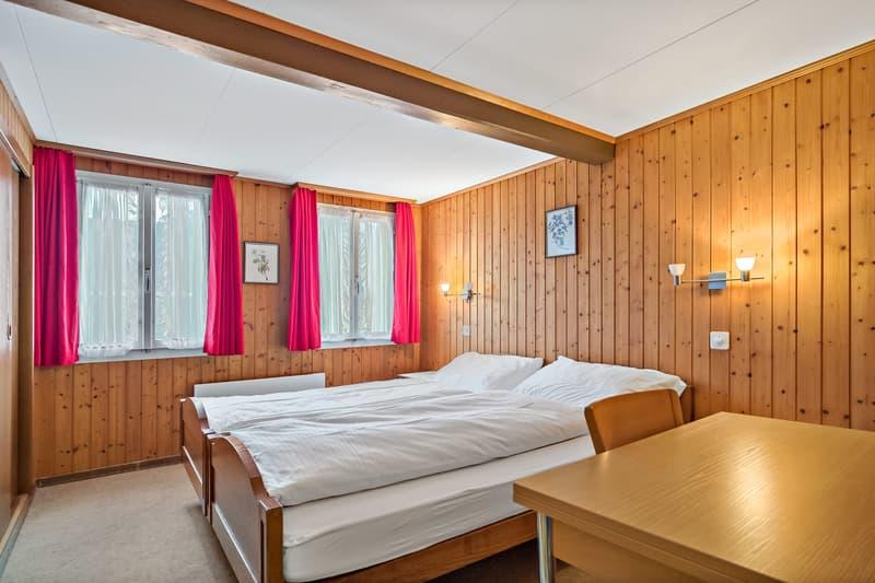 Zimmer mit Bettwäsche