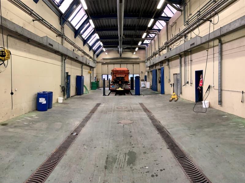 Bâtiment artisanal et industriel situé à env. 30 km de Lausanne.
