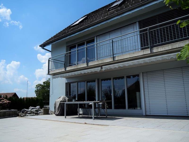 Grosser Gartensitzplatz und Balkon mit Weitsicht