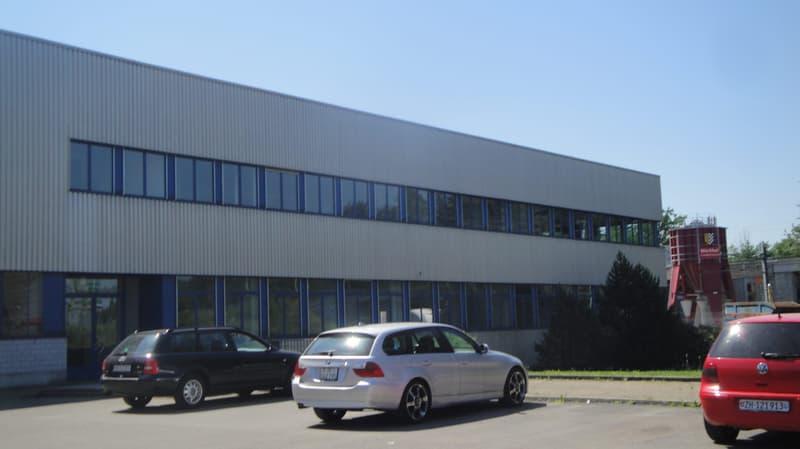 Produktions- und Werkhalle