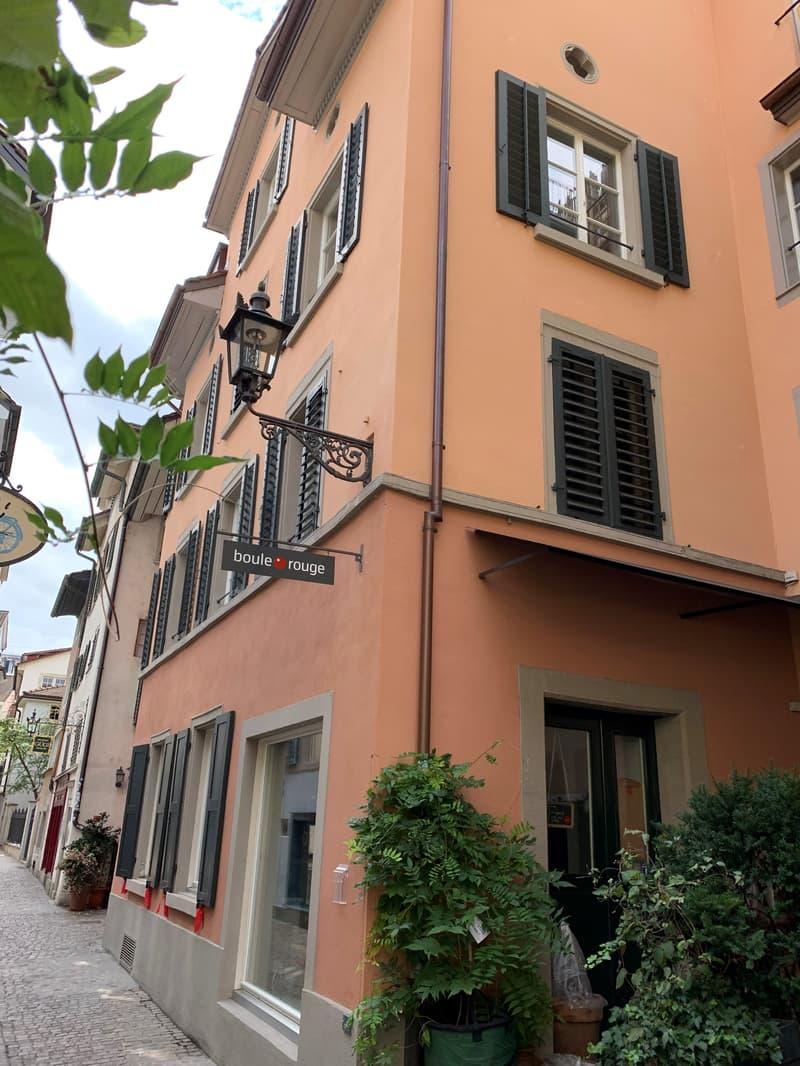Liebevoll renovierte Wohnung im Niederdorf