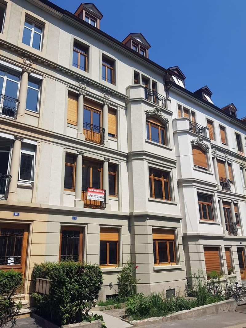 Erstvermietung von hochwertig sanierter Dachwohnung mit Galerie (1)