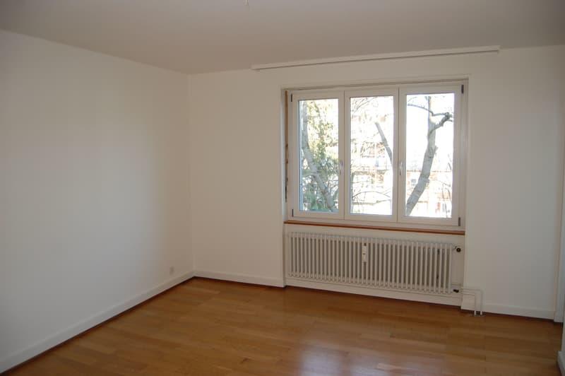 Attraktive 3-Zimmerwohnung mit grossem Balkon ins Grüne. (3)