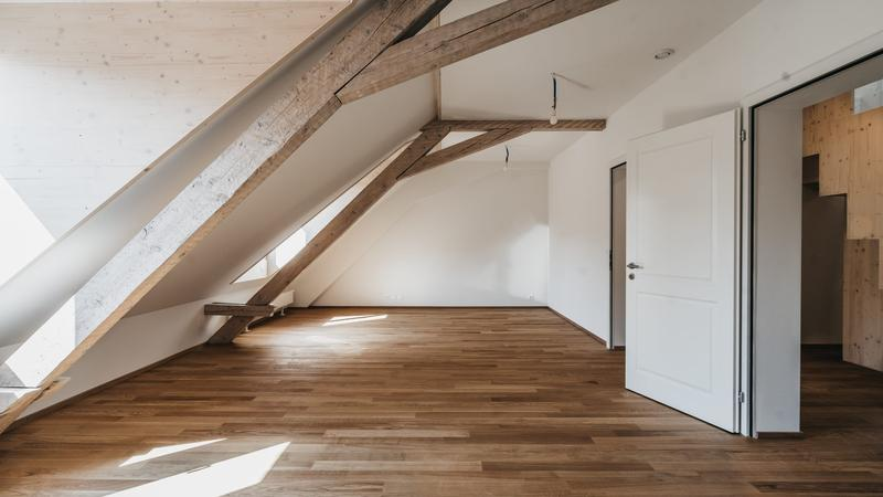 Erstvermietung von hochwertig sanierter Dachwohnung mit Galerie (2)