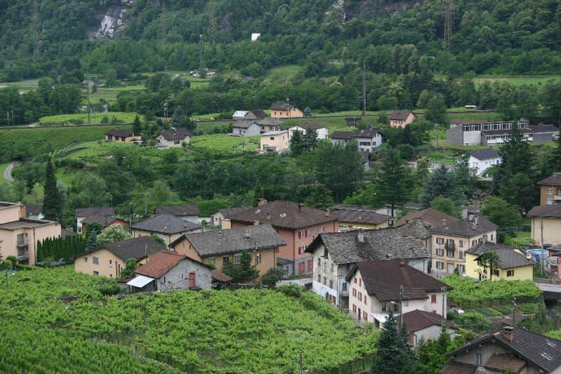 3 1/2 Zimmer Wohnung in Giornico (Leventina) mit Balkon, gedecktem Gartensitzplatz und Gartenanteil