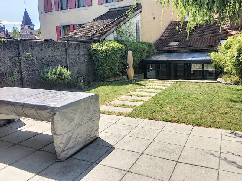 Duplex meublé avec finitions de qualité et jardin au coeur de Lutry !