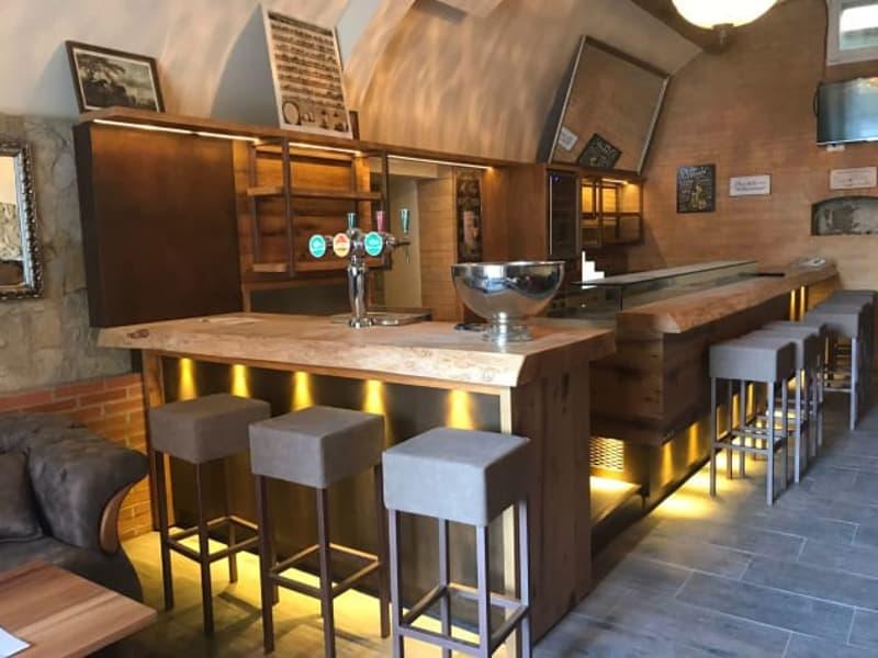 Luxuriöse und moderne Bar