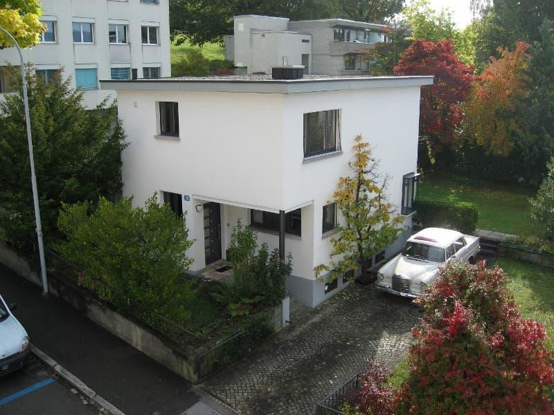 Kleines freistehendes Einfamilienhaus im Bauhausstiel