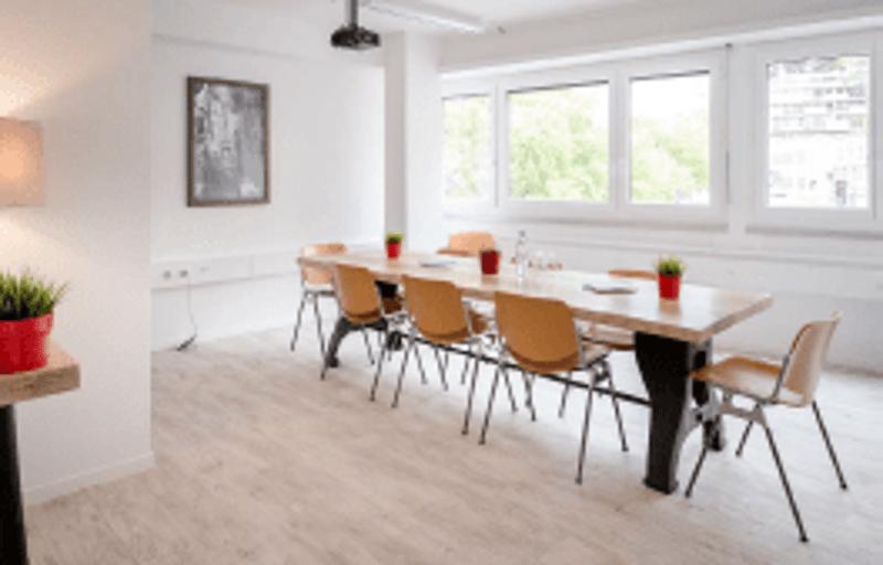 A vendre bureaux renovés en face de la gare CEVA aux Eaux-Vives