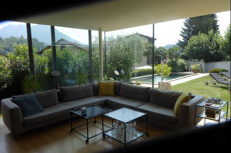Fantastische u. moderne 8,5 Zi. Design Villa mit Pool in Sorengo-Muzzano