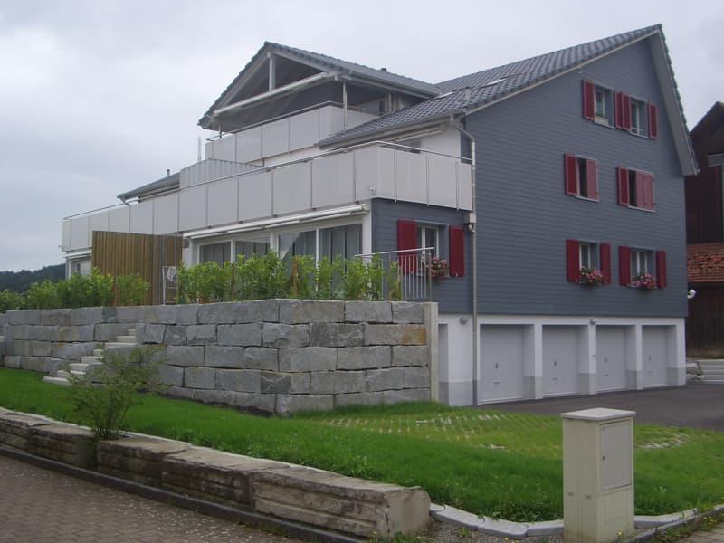 Helle schöne 4 1/2 Zimmer-Dachwohnung mit grossem Balkon und Weitsicht