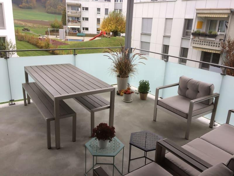 Gedeckter Balkon, 18 m2 mit Abendsonne