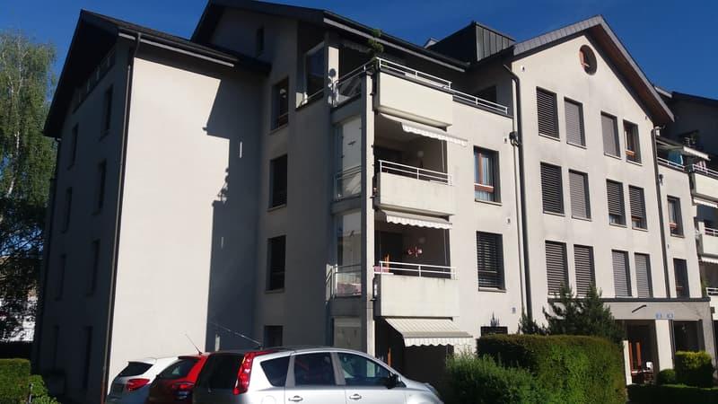 Grosszügige 2.5 Zimmerwohnung an ruhiger Lage mit guten Verkehrsanschluss