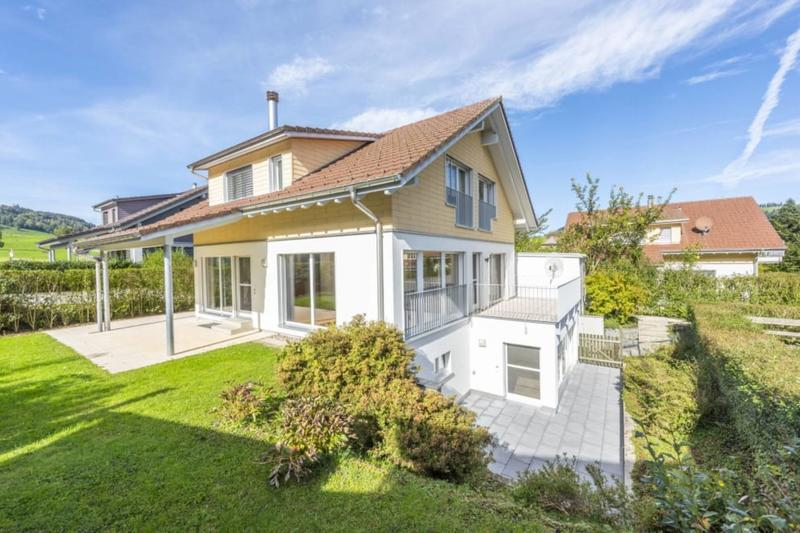 5.5-Zimmer-Einfamilienhaus mit Studio - idyllisch gelegen mit privatem Seezugang in Wilbrunnen (1)