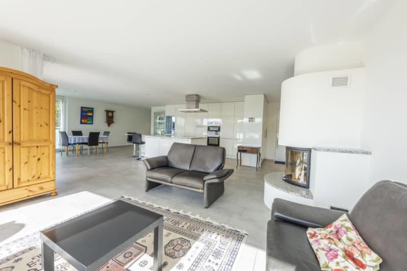 Grosszügige 4.5-Zimmer-Wohnung mit vielen Extras an ruhiger Lage inkl. 2 Tiefgaragenparkplätzen (1)