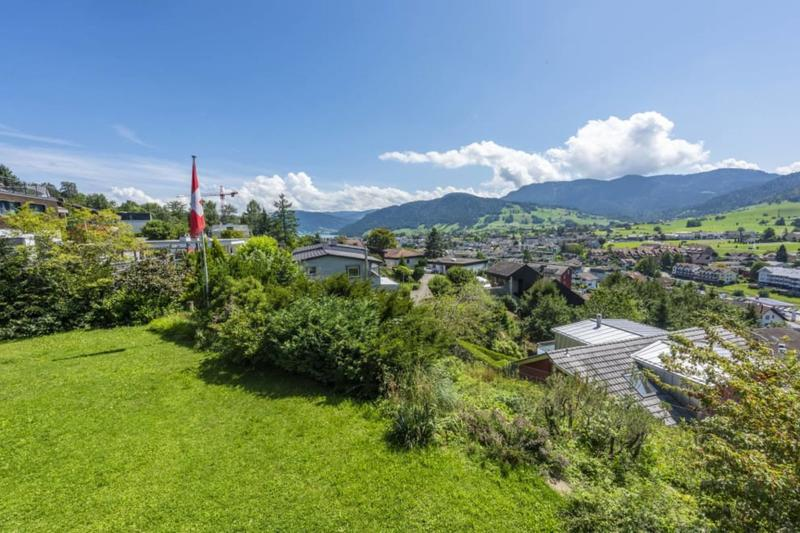 Grosszügiges Grundstück mit Weitblick inklusive Einfamilienhaus zur Zwischennutzung