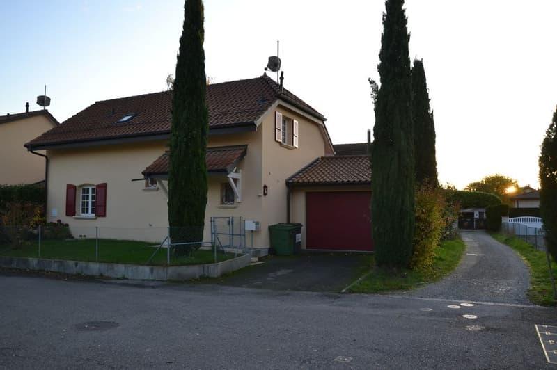 Maison jumelle dans un quartier paisible