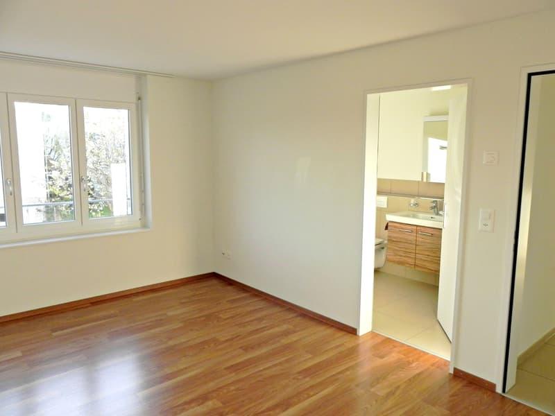Schlafzimmer mit direktem Zugang zum Badezimmer