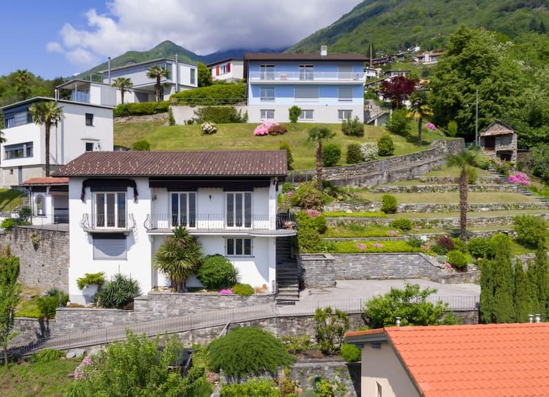 Villa in collina con incantevole vista lago / Villa auf dem Hügel mit bezauberndem Seeblick