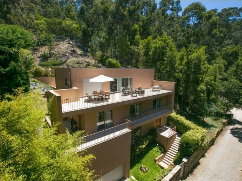 Elegant and contemporary 4 bedroom villa with sea views, close to the extensive beaches of Portugal's beautifully unspoilt Costa Verde ( Moledo )