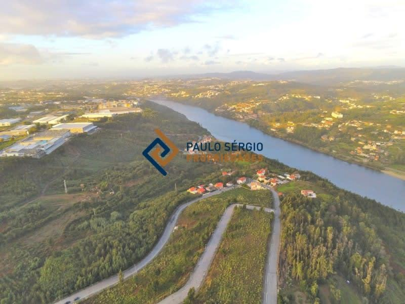 Plots of land in Allotment for construction of apartments basement + ground floor + 2 floors with magnificent views of the Douro River.