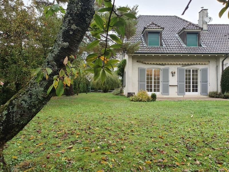 Villa contiguë avec jardin -  4 chbres