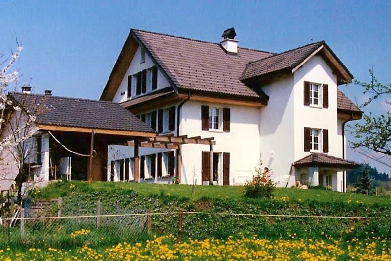 Haus (Balkon nur auf Plan ersichtlich)