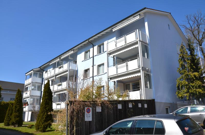 Ansicht Mehrfamilienhaus mit grossen Balkonen