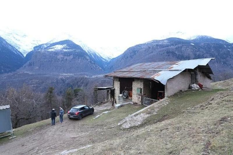 Viehstall mit Scheune und 50'000m2 Wiesland