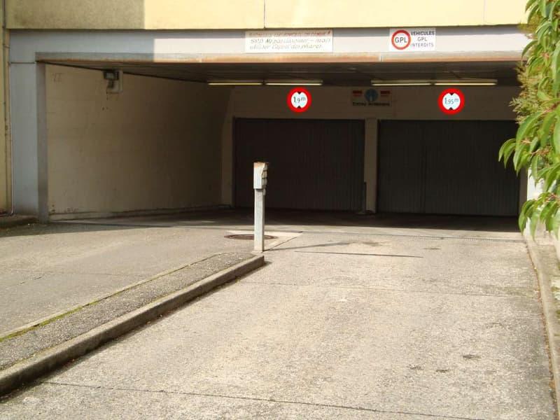 Emplacement de parking intérieur