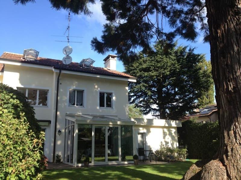 Lumineuse villa familiale de 7 pièces  Avec grand jardin privé