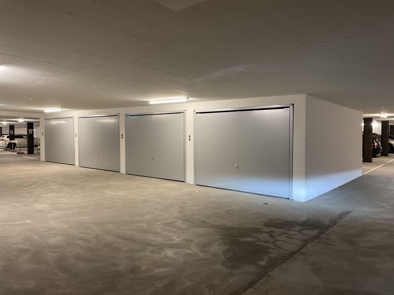 Geschlossene Einzel-Garagenbox mit Tor in moderner und grosszügiger Tiefgarage (Neubau)