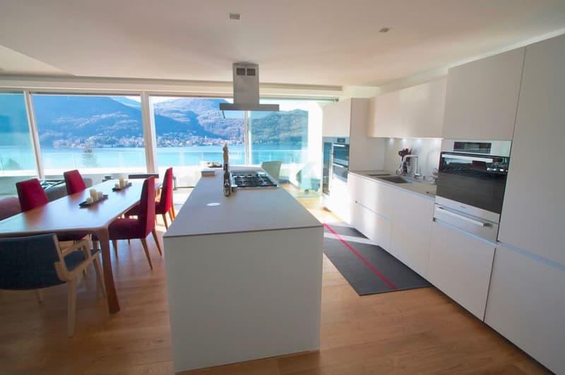 Moderno Duplex con Giardino Privato e Vista sul Lago di Lugano